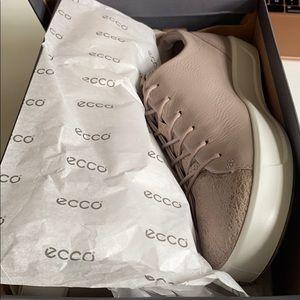 Brand new Ecco soft grey rose sneaker size 7.5